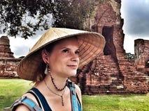 Fille heureuse à Ayutthaya, Thaïlande Photo libre de droits