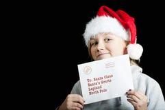 Fille heureuse avec une liste d'objectifs de Noël Photos libres de droits