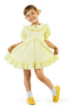 Fille heureuse dans la robe jaune Images libres de droits