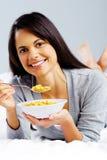 Fille heureuse de cornflake Photographie stock libre de droits