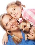 Fille heureuse de mère de famille Photographie stock libre de droits
