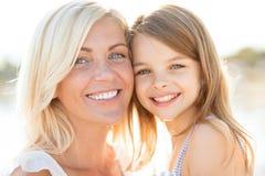 Fille heureuse de mère et d'enfant Images libres de droits
