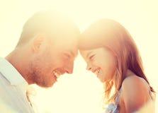 Fille heureuse de père et d'enfant ayant l'amusement Photographie stock libre de droits