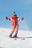 Fille heureuse de ski en rouge photographie stock