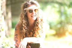 Fille hippie assez libre Paix Peinture de corps - Photo e de vintage Images stock