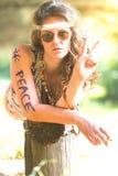Fille hippie assez libre Paix Peinture de corps - photo de vintage E-F Photos stock