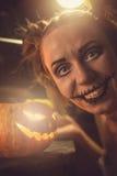 Fille horrible avec la bouche et les yeux effrayants Photos libres de droits