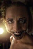 Fille horrible avec la bouche et les yeux effrayants Photographie stock