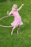 Fille Hula Hooping Image stock