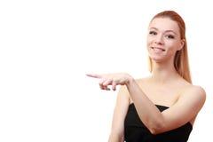 Fille indiquée Fermez-vous vers le haut de la verticale Jeune modèle blond femelle bleu Image libre de droits