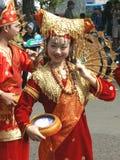 Fille indonésienne traditionnellement habillée Image libre de droits