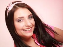 Fille infantile de jeune femme puérile dans le rose Désirer ardemment pour l'enfance images libres de droits