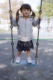 Fille japonaise sur l'oscillation photos libres de droits