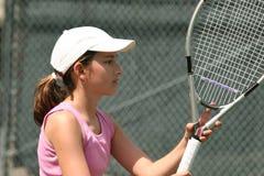 Fille jouant au tennis images stock