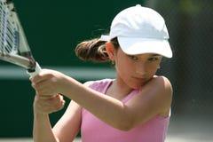 Fille jouant au tennis image libre de droits