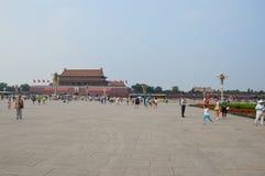 Fille jouant dans la Place Tiananmen Photos libres de droits