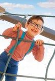 Fille jouant dans le secteur de terrain de jeu Photographie stock libre de droits