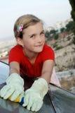 Fille lavant la batterie solaire Images libres de droits