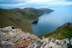 Fille le lac Baïkal photos libres de droits