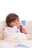 Fille malade se situant en sirop de bâti et de boissons Photo libre de droits