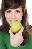 Fille mangeant une pomme Photo stock
