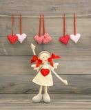 Fille mignonne avec le coeur rouge Décoration de jour de valentines Images stock