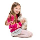 Fille mignonne avec le lapin de bébé Photo stock