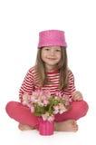 Fille mignonne avec les fleurs roses Images libres de droits