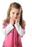 Fille mignonne d'enfant en bas âge utilisant une écharpe Photographie stock libre de droits