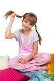 Fille mignonne dans le pyjama d'isolement sur le blanc Image stock