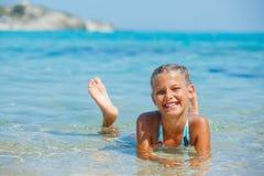Fille mignonne de natation Photos stock