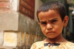 Fille mignonne de réfugié photographie stock libre de droits