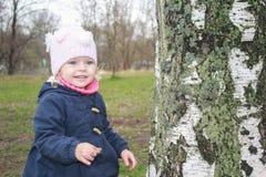 Fille mignonne en parc Images stock