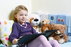 petite fille lisant le livre antique photo stock image du gosses caucasien 78780324. Black Bedroom Furniture Sets. Home Design Ideas
