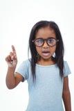 Fille mignonne secouant le doigt indiquant non à l'appareil-photo photo libre de droits