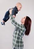 Fille mignonne tenant le frère de bébé Images stock
