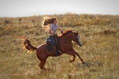 Fille montant un cheval Image libre de droits