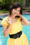 Fille multiraciale d'Atractive à la piscine Photographie stock