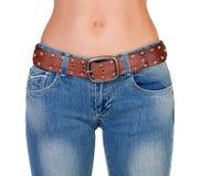 Fille nue mince dans des jeans images stock