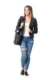 Fille occasionnelle de mode de style de rue avec le sac à main souriant et regardant vers le bas Images libres de droits