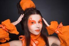 Fille orange. Images stock