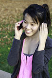 Fille parlant au téléphone Photos libres de droits