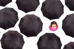 Fille parmi des parapluies Images stock