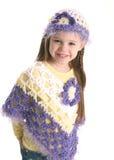 Fille préscolaire mignonne portant les vêtements fabriqués à la main Photo stock