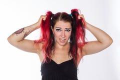 Fille punk avec les cheveux rouges Image stock