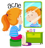 Fille regardant des acné dans le miroir Photo libre de droits