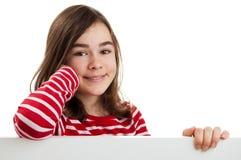 Fille retenant le panneau blanc Photo libre de droits