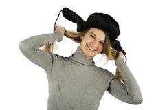 Fille riante dans le chapeau earflapped Photographie stock