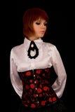 Fille romantique dans le chemisier et le corset blancs photos stock