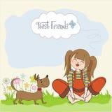 Fille romantique s'asseyant nu-pieds dans l'herbe avec son chien mignon Image libre de droits